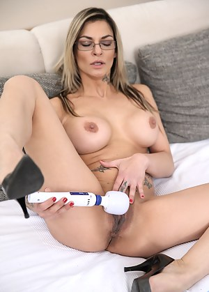 Cock hungry house wife makes her twat cum with her magic wand
