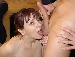 This hornu mature slut loves to get a mouth full of cum
