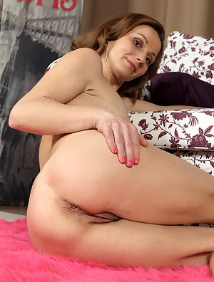 Petite 35 year old Suzy Losson from AllOver30 is elegantly naked