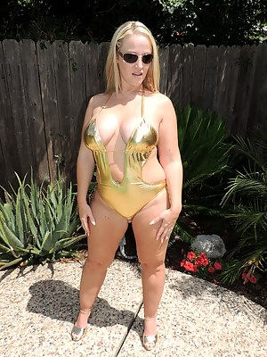 Love it when Siren Strokers buy me gifts that I love! This one LOVES my phat ass and thick legs, so this swimsuit was perfect.