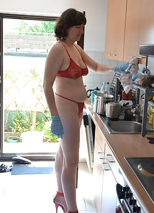 It is so hot So I'm at work in the kitchen only red lingerie and heels. Because I do not like as if I have anything on y