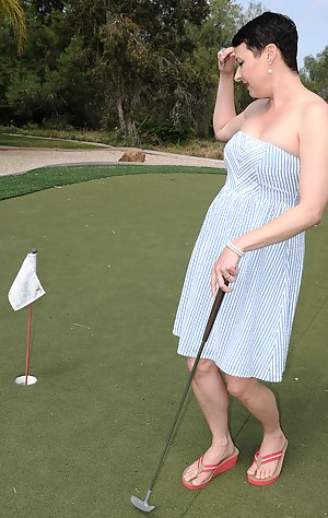 Kali Karinena Plays Naked Golf