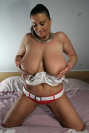 Mature Chayenne plays with her big tits