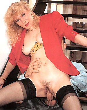 Raunchy seventies lady gets stuffed in her tight asshole