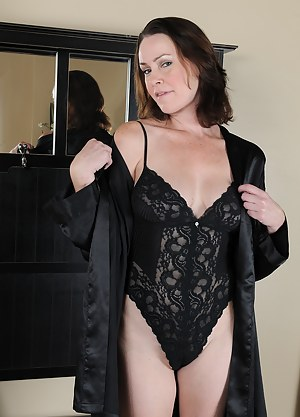 Popular brunette MILF Veronica Snow pulls aside lingerie to show all