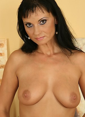 Older babe Tessa sheds her lingerie and toys her twat.