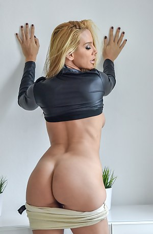 MILF Porn Pictures