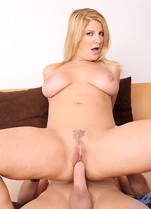 Cougar Robbye Bentley licks a hard shaft before having her Anilos pussy pounded