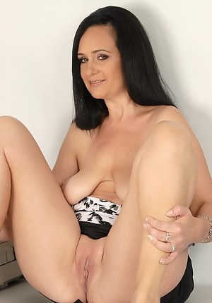 Office MILF Ria Black takes a nreak to massage her mature bangers