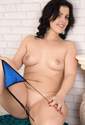 36 year old Montse Swinger opens her mature pussy on the chair