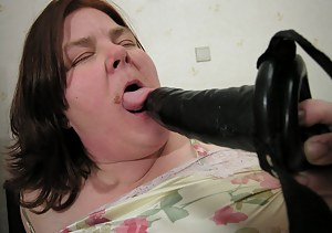 Chubby mature slut showing her big juicy cunt