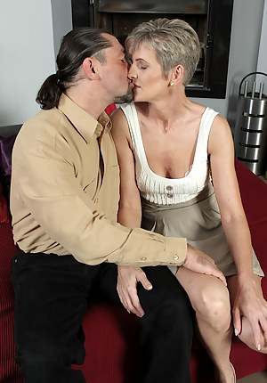 MILF Kissing Porn Pictures
