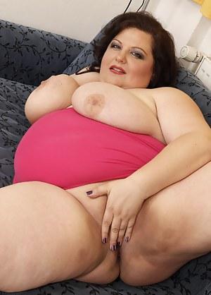 Huge brested mature slut getting naughty