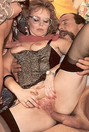 Horny lady with big glasses fucked by two seventies guys