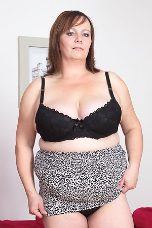 Big breasted mama showing her hot stuff