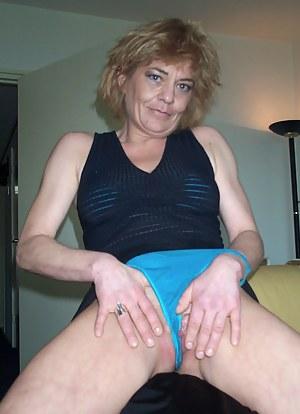 This sassy mature slut loves to play