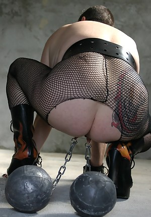 Bdsm session with big weights on my pussy lips,  and bondage of my big tits with serflex