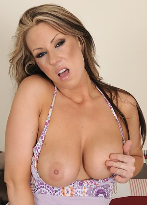 32 year old Carolyn Reeze dips her fingers into her shaven pussy