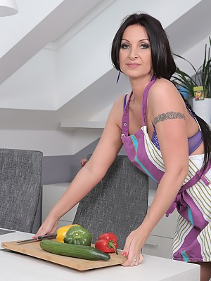 MILF Food Porn Pictures