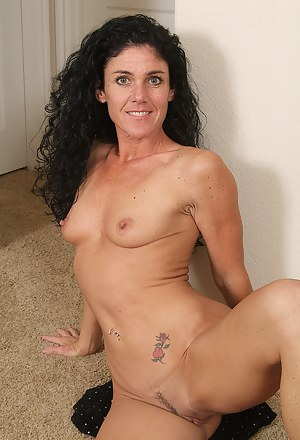 Horny brunette MILF Nia shows off how flexible her body still is