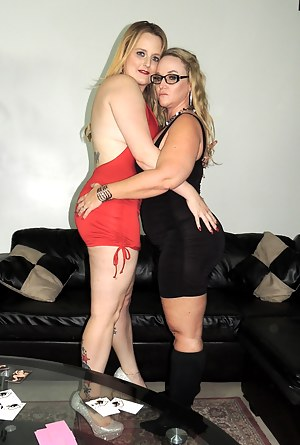 Another Siren XXX Studios Meet n Greet in Houston. This time we have HOTWIVES Dee Siren and Harmoni Kalifornia performing. We hung out with Siren Strokers, meet new fans, and got to watch some sexiness going on before our performance. Then we put on a NAU