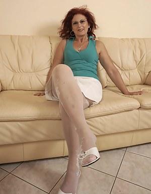 Kinky hairy mama fisted by a hot babe