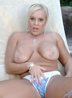 Do a double take of Anilos Alexis Golden her huge tits and thick cougar ass as they hang out of her bathing suit