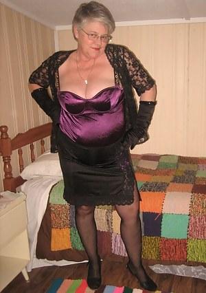 Girdlegoddess in her sexy purple girdle, kinda seems like a nice downhome kinda girl....