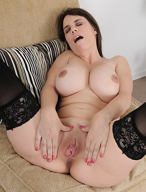 Busty MILF Kelly Capone spreading her mature pussy on the couch