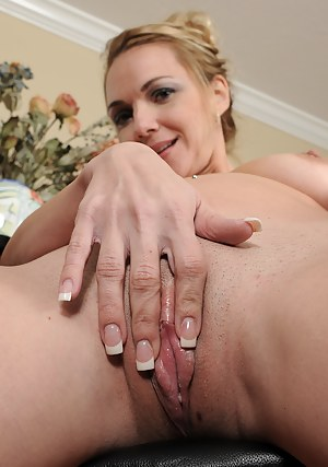 Sexy and elegant Samantha Rae displays her 31 year old pussy here