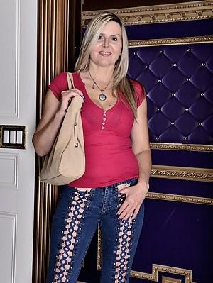 Beautiful blonde Velvet Skye shows her big boobs