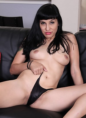 Furry pussied housewife Betty Green spreads her legs on the couch