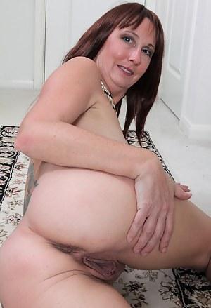 Beautiful and elegant Jaden from AllOver30 exposing her mature beaver