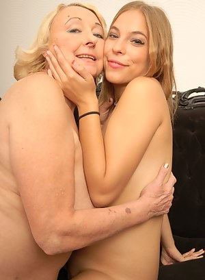 Hot babe loving her mature lesbian girlfriend