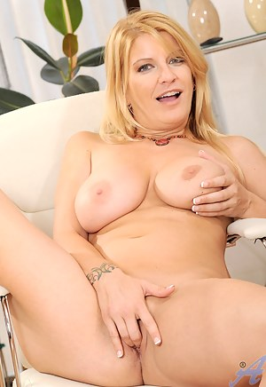 Long haired blonde milf shows off her tight Anilos ass while playing with her pussy