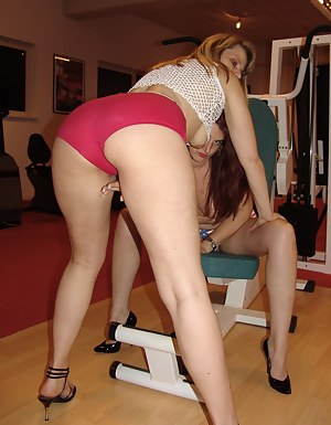 Come on and do gymnastics with us and watch how we make our legs quite wide us and and love. We touch us at the Traieren