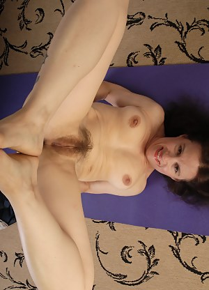 Housewife exercising naked