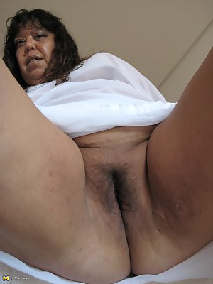 A mature slut named Tere shows her succulant body