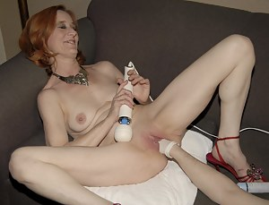 This mature slut loves her pussy get fisted
