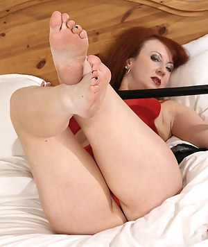 MILF Foot Fetish Porn Pictures
