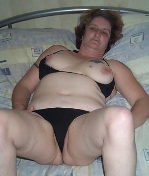 This horny trailer trash slut shows her stuff