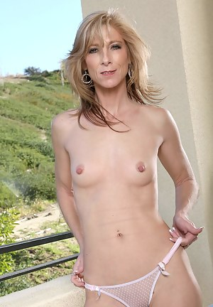 Sexy milf lady wearing an elegant dress exposes her shapely cougar ass
