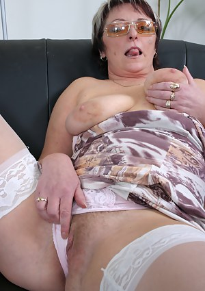 Horny mature slag sucking and fucking her ass off
