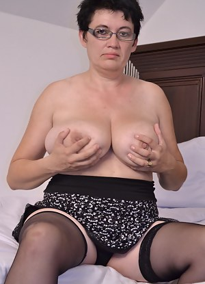 won't you come and play with my mature wet pussy?