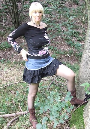 Blonde mature slut playing naked in the forest