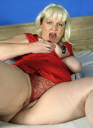 Naughty Blonde BBW playing with herself